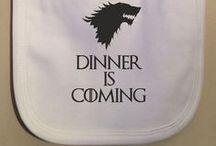 Bébé & Game of Thones / Des parents fans de Game of Thrones qui partagent leur passion avec leurs enfants.