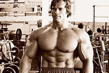 Train hard and Hulk up. / Gym training, muscle and nutrition.