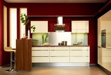 Küchen in Creme, Magnolie und Vanille / Nichts ist so zeitlos wie Naturtöne in der Küche: Magnolie, Beige, Vanille und Co kommen nie aus der Mode, denn Cremetöne sind seit jeher Nr.1 in Sachen Küchenfarben.
