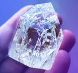 Crystal Rituals / In our experience in the world of crystals, there is an abundance of information about the metaphysical properties and meanings of crystals, yet not much information on specifically how to use healing crystals for specific things. We are here to change that! Try this simple crystal rituals that you can do in the comfort of your own home.