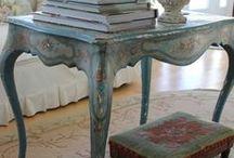 Mesas, mesillas, tocadores, buffets, consolas, etc / Algunas de las fotos pertenecen a la restauración en nuestro Taller Lila.