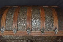Baúles, maletas, sombrereras... / Baúl-arcón bombé restaurado