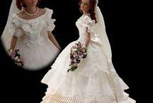 Barbiek menyasszonyi ruhában