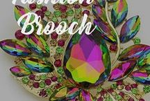 BROOCH / Brooches and Pins