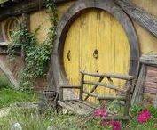 Hobbit Holes / Hobbit holes, cob houses, underground, and earth sheltered homes. // Visit my profile for even more Middle-earth boards!! To join any of my boards, simply comment on any of my pins or e-mail me at BrittaSiemen@gmail.com!