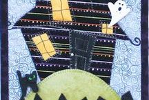 Halloween / Halloween themed quilted wall hanging patterns, perfect for beginners learning to quilt, sew.  Projects are fast, simple and easily finish in one day, using fusible applique and machine blanket stitching
