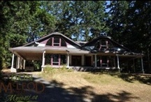 Homes with Acreages / Powell River provides a stimulating blend of outdoor adventure & cultural amenities & countless opportunities for kayaking & canoeing, fishing, & scuba diving. Don't miss art galleries & dining, & historic townsite. Located on the upper Sunshine Coast, 145km n/w of Vancouver. Accessible by ferry from Vancouver Island, or Earl's Cove while driving from Gibsons or Sechelt. Minutes from the village of Lund at north end of Highway 101, the world's longest highway stretching down to South America.