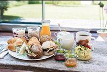 Klippkroog Catering-Welle8 Fotolocation: Catering L / Wir bieten je nach Wunsch ein S-, M- oder L-Cateringpaket an (8.00 - 20.00 Uhr), sowie warme und kalte Overtime-Optionen, (bis 17.00 vorbestellen).  L-Paket: morgens... Croissants, Brioche, Butter, hausgemachte Marmelade Landjoghurt mit saisonalem Obst & karamellisierten Nüssen Honigquark mit Sesam & Himbeerkompott Belegte Biobrötchen Gekochte Bioeier, Rührei mit Speck Frisch gepresster Orangensaft  mittags...http://www.klippkroog.de/ http://welle8.com/