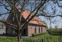 Welle8: Walnussbaum - Außen / Grundfläche: Ø 10 x H 12m  Pflanzen (belaubt): Walnuss (Mai-September)  Besonderheiten: Schaukel, Hängematte, Kletterbaum  Zufahrt: Über den Innenhof  http://welle8.com/