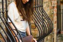 Handtaschen - die schönsten Modelle / Nichts liebt eine Frau mehr als ihre Handtaschen. Okay, vielleicht noch ihre Schuhe... Aber eine hübsche Handtasche wertet jedes Outfit optisch auf. Hier sammel ich Trendpieces und All Time Favoutites. Was ist deine Lieblingshandtasche?
