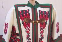 """Hungarian folk """"Cifraszűr"""" / Magyar népviselet A magyar pásztorok tradicionális népviselete,  posztóból,  hímzett és rátétes mintával készült."""