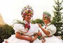 Hungarian folk costumes / Magyar népviselet.  A napjainkban is élő,  magyar népviseletet mutatom be. Nincsenek a képek tájegységenként csoportositva