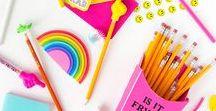 Back to school / Hier gibt es alles zum Thema Back to School. Vn schönen Notizheften, Kalendern, Stiftemäppchen bis hin zur Schreibtischorganisation und traumhaften Rucksäcken.