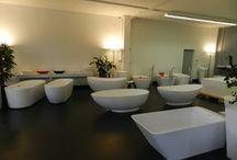 Bädermax-Showroom / Impressionen aus unserem Showroom für freistehende Badewannen. Hier können Sie Ihr Wunschmodell ausgiebig probeliegen.
