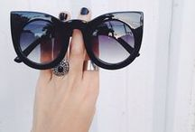 Cateye Sunglasses and Glasses / Elegant and stylish glasses in a shape that reminds the eyes of a cat. Is this the perfect frame for your face shape? Find the right product for you and learn how to create a perfect outfit.