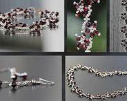 Créations Lilyperle / Confection de bijoux en Perles, Cristal et Pierres Fines. Du fait-Main fabriqué en France. Faites plus ample connaissance avec Lilyperle sur son site : https://lilyperle.com