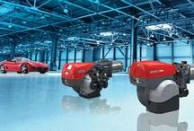 Riello brennere / VV Parts har løsninger for et hvert varme- eller prosessanlegg. Riello er verden største produsent av brennere, og deres høykvalitets lettoljebrennere er designet med tanke på enkel installasjon, service og drift. Oljebrennerne blir produsert i Italia, ikke langt fra Modena, og har mer enn fargen til felles med superbilenes nummer 1. Riello´s oljebrennere er synonymt med lekker design, teknologi og høy effekt. Vi har stort produktspekter og leverer brennere med effekt fra 16,6 - 11500 kW.