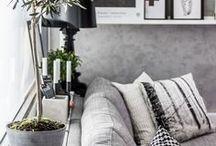 Déco Gris / N'ayez pas peur du gris ! On pourrait penser que c'est une couleur triste et sombre. Et pourtant, le gris va donner donner du caractère à votre intérieur, et s'adaptera à tous les styles - chic, minimaliste, industriel, moderne, etc. Vous allez voir, le gris est particulièrement joli pour la salle de bain.
