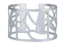 Rå metaller - JEWLSCPH / Rå metaller i sort sølv, sølv, forgyldt sølv og rosa forgyldt sølv.  Disse enkle metaller er alle unikke og smukke på hver deres måde og kan mixes og matchs til ens egen personlige stil