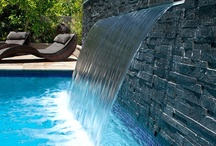 Pool Formal Falls / The backyard pool can always use a water fall to add a little touch of luxury