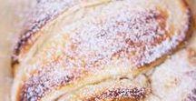 Hefekuchen und Biskuitrollen