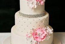 Frugal Wedding Ideas / Throw a beautiful wedding on a budget with these frugal tips and tricks. Save money on wedding cakes, wedding party gifts, wedding gowns, wedding venues, and even flowers!