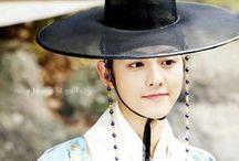 <3 song joong ki <3 / Nama: 송중기 / Song Joong Ki Profesi: Aktor, MC Birthdate: 19 September 1985 Tinggi: 178cm Berat: 65kg Zodiak: Virgo Golongan darah: A