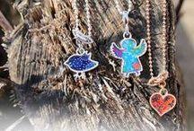 LITTLE SIGNS / Little Signs created by silberwerk. Klein und verspielt - einfach ideal als Geschenk für große und kleine Schmuckliebhaberinnen.