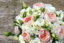 Pink and White Bridal Bouquets / Inspiration for a pink and white July wedding