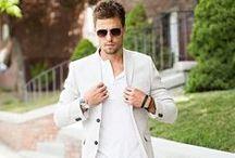 Casual Smart Men / Casual outfits met een stijlvol tintje. Overdag netjes, 's avonds casual. Colbertje op een jeans. Polo onder een shirt.