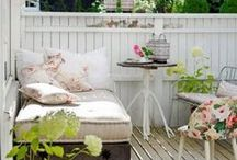 DIY Patio Ideas on a Budget / DIY backyard patio ideas | Creative DIY ideas for the backyard, porch, patio or garden | Outdoor patio ideas | DIY projects for small patios | Rustic, gardening, nature, crafts, decor, outdoor decor, outdoor furniture, patio furniture, garden decor, backyard decor, backyard. Simple patio ideas, simple patio upgrades, how to diy your patio, decor your patio on a budget, inexpensive patio makeover, spring patio makeovers,  curb appeal patio, easy patio makevoers, weekend patio makesovers