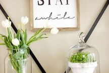 Inspiring WOOD SIGN DIY Ideas / From pallets, driftwood to old fence boards and more, upcycled and repurposed wood signs are so beautiful and popular. This board is filled with inspiring and simple DIY wood sign ideas for your home. Upcycled, upcycling, reclaimed, rustic, farmhouse, signs, home decor.