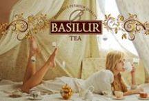 """Basilur Tea / BASILUR te. Pure Ceylon Tea serveres lige fra de frodige bjergtoppe, hvor de fineste teblade ivrigt venter på at blive dine og Basilur Tea er synonym med ren Ceylon te, som omdefinerer essensen af den kvalitet, der er forbundet med logoet """"Ceylon Tea""""."""
