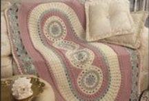 Háčkované prostírání a koberečky