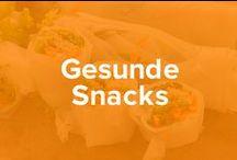 Gesunde Snacks / Snacks müssen nicht immer aus Süßigkeiten bestehen - wir zeigen Dir Alternativen zu Schokoriegel und Co. So kommst Du durch das Hungerloch, ohne gleich massig viele Kalorien zu Dir genommen zu haben.