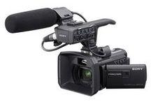 """SONY HXR-NX30 / Kompaktná """"Go Anywhere"""" kamera s 1/3 Exmor R CMOS čipom, odnímateľným profi audiom, 96GB interným flash diskom, záznamom na MS a SD karty a podporou Full HD 1920x1080 50p v AVCHD. Zaujímavosťou je integrovaný projektor."""