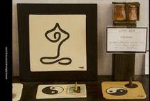 Zona Zen/Zona Yoga / Artículos para ese rincón de paz, solo nuestro o en compañía... Donde los aromas y la luz lo hacen especial. Velas, incienso y el tiempo que no pasa ... Meditar, relajar y.... Descansar...Por supuesto, bajo el diseño único de La Lluna, Arte en Cerámica ®