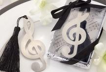 """Música / Music / La música (del griego: μουσική [τέχνη] - mousikē [téchnē], """"el arte de las musas"""") es, según la definición tradicional del término, el arte de organizar sensible y lógicamente una combinación coherente de sonidos y silencios . / Music (from the Greek: μουσική [τέχνη] - mousikē [téchnē], """"the art of the muses"""") is, according to the traditional definition of the term, the art of sensibly and logically organizing a coherent combination of sounds and silences"""