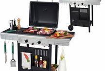Barbecues / Le barbecue et ses accessoires Univers-Maison  De bons moments de cuisine et de partage en famille ou entre amis en perspective !
