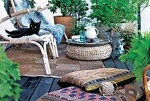 Déco: outdoor living / Extérieur, patio, véranda, loggia, sunroom, balcon, terrasse, jardin, porche, jardin d'hiver. Any indoor or outdoor space with plants !