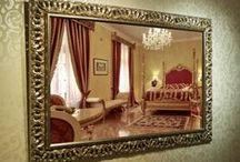 Naše Práce - Zrcadla / Zrcadla a rámy na zrcadla patří mezi naší specialitu. V naší nabídce proto naleznete stovky druhů rámů, které jsou právě pro rámování zrcadel zcela ideání a samozřejmě i několik druhů samotné zrcadloviny.