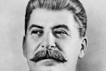 Stalin / La bacheca racconta la vita e l'attività politica del personaggio russo