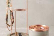 Tendance deco Cuivre / Trend Copper / Brillant et chaleureux, le cuivre crée une déco authentique et contemporaine et s'adapte à tous les intérieurs. Il a sa place dans chaque pièce de la maison dans les objets déco, les luminaires, les meubles ...