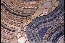 mosaiikki: kivestä ja puusta