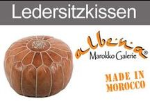 Orientalische Ledersitzkissen / Die Ledersitz-Kissen aus Marokko, werden nach alter Tradition von Hand gefertigt. Ganz Typisch sind die dezenten, orientalischen Prägungen auf den Sitzflächen. In unterschiedlichen Farben, aus verschiedenen Lederarten und in unterschiedlichen Größen, finden Sie marokkanische Leder-Poufs im Sortiment der albena Marokko Galerie.