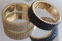 ANÉIS / Semi-jóias da mais alta qualidade. Acessórios de luxo, nos segmentos dia-a-dia, festa e noivas.