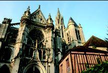 Les cathédrales, abbayes et églises de l'Oise / Cathédrale de Beauvais, cathédrale de Senlis, Abbaye de Chaalis... L'Oise est terre de patrimoine. http://www.oisetourisme.com