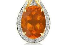 Bijoux aux couleurs oranges / Découvrez notre sélection de bijoux en or et en argent sertis de pierres fines et précieuses véritables aux couleurs oranges.
