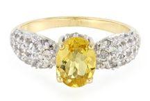 Bijoux aux couleurs jaunes / Découvrez notre sélection de bijoux en or et en argent sertis de pierres fines et précieuses véritables aux couleurs jaunes.