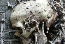 bone-  woodcarving, sculart / handwerk. kunstwerk.je vermogen te boven. Kris Kuksi, The Master of Grotesque